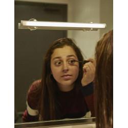 Praktické světýlko na zrcadlo