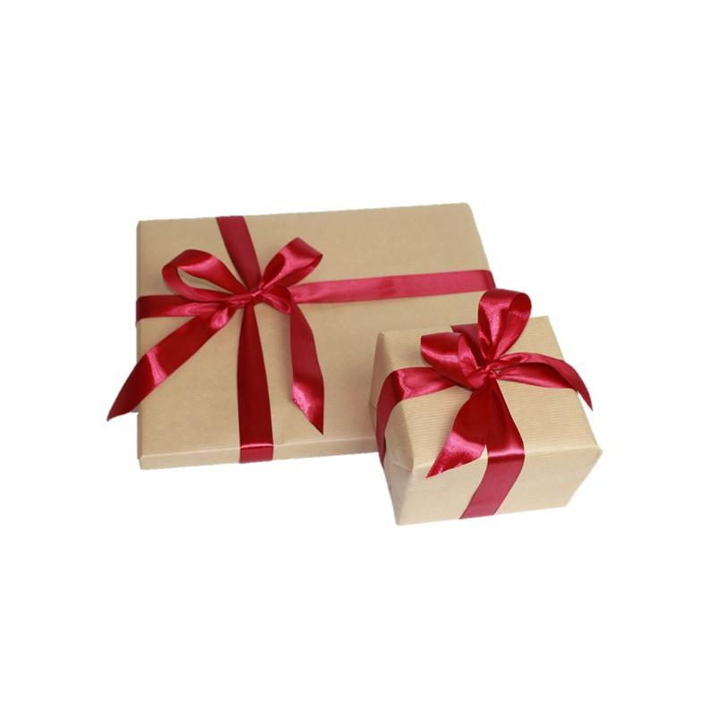 Kraftový balící papír s luxusni stuhou (zabalen právě 1 ks zboží)